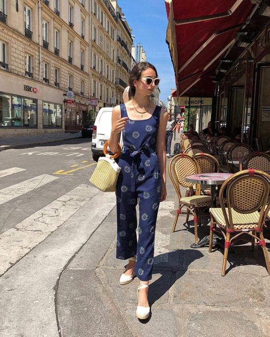 Француженки в одежде из масс-маркета