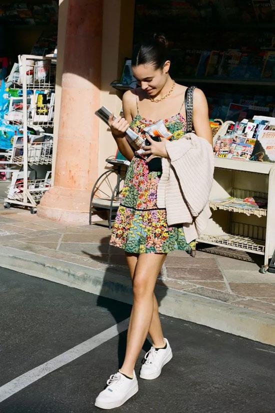 Стрит-стайл образы с мини-платьем на лето 2020