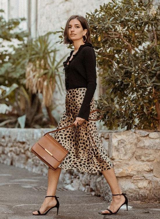 Атласная леопардовая юбка с кардиганом на лето 2020