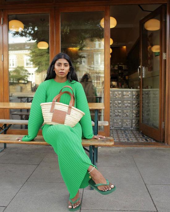 Модные образы с соломенной сумкой Loewe на лето 2020