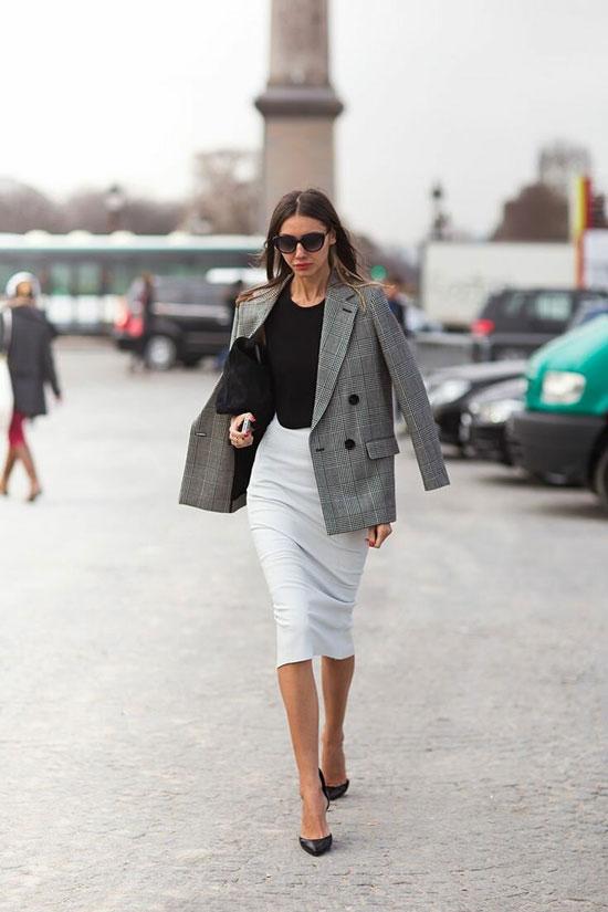 Белая юбка-карандаш и жакет для деловой женщины