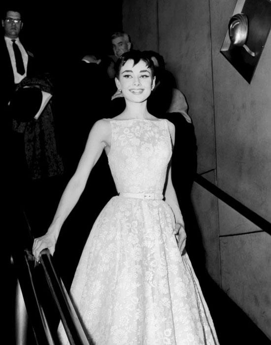 Одри Хепберн в платье Givenchy на церемонии Оскар