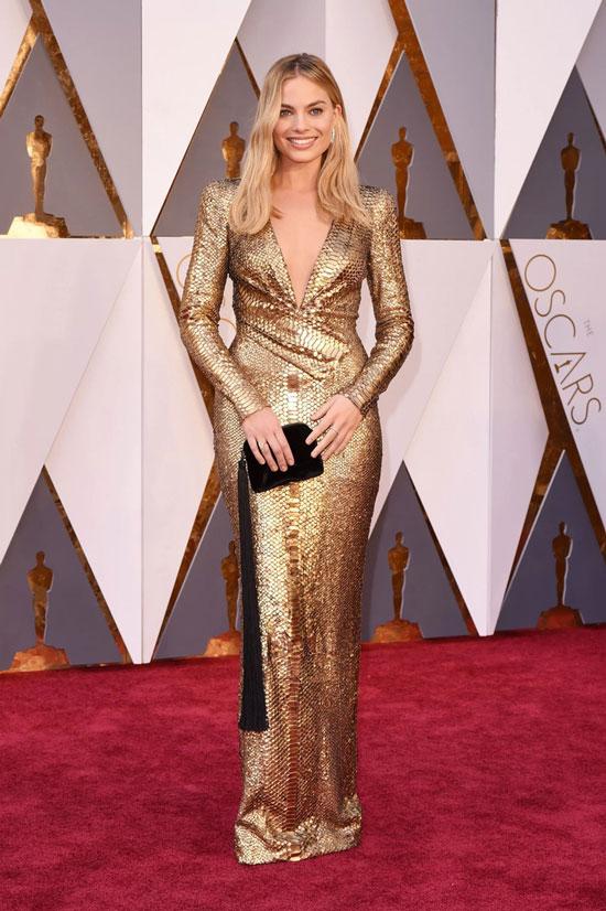 Марго Робби в золотом платье на церемонии Оскар