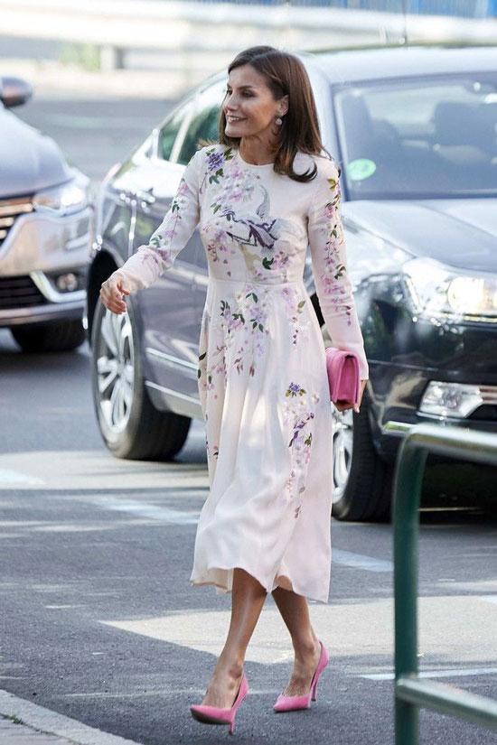 Королева Летисия в платье Asos с цветочной вышивкой