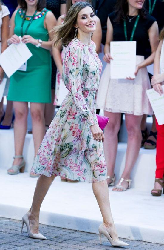 Королева Летисия в платье Zara с цветочным узором