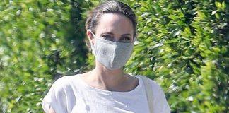 Анджелина Джоли создала повседневный образ с футболкой, джинсами и любимыми шлепанцами