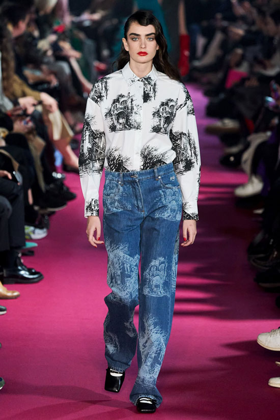 Модные джинсы с принтом на осень 2020