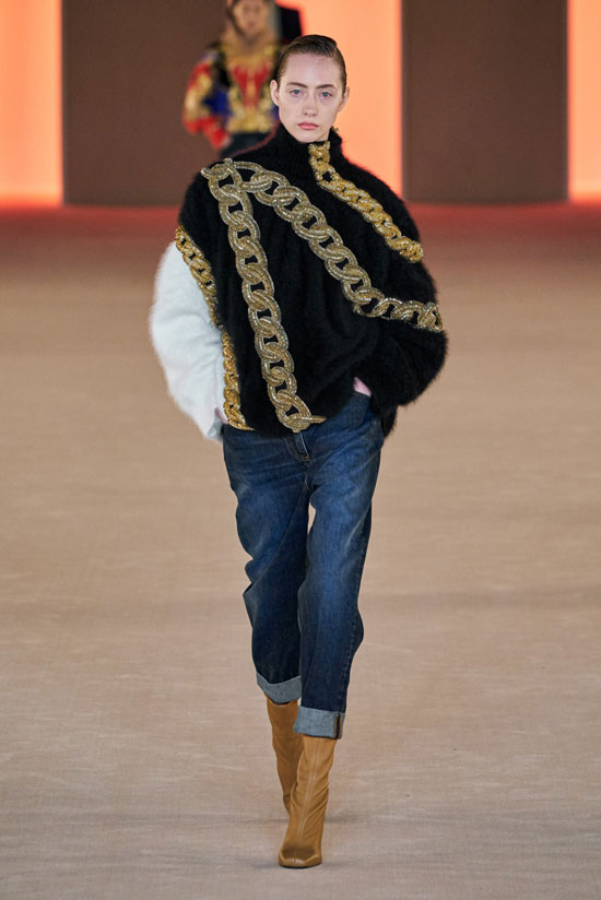 Трендовые джинсы осенью 2020