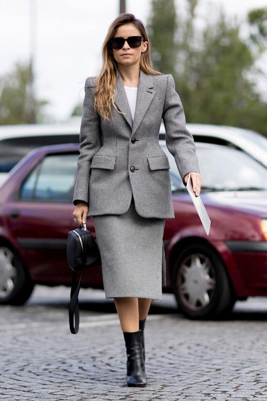Какие пиджаки женщинам носить в офис осенью 2020