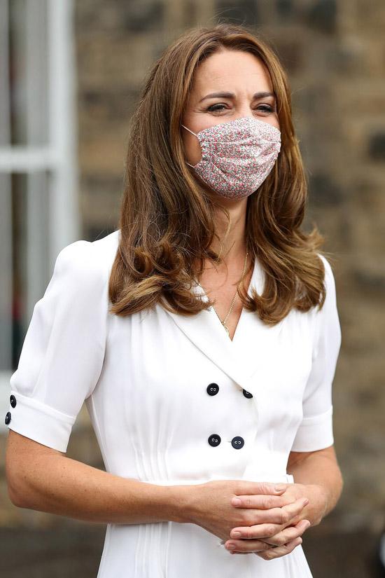 Кейт Миддлтон в простом белом платье