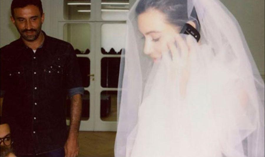 Архивные фото Ким Кардашьян с примерки свадебного платья