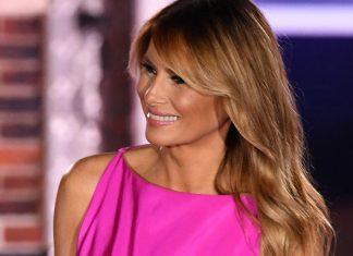 Мелания Трамп в неожиданно ярком платье цвета фуксии и лодочках выглядит современно