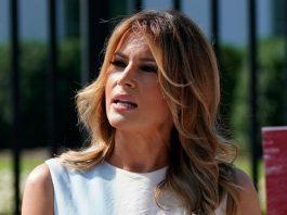 Мелания Трамп в белом платье с ярким принтом и апельсиновых лодочках стройно выглядит