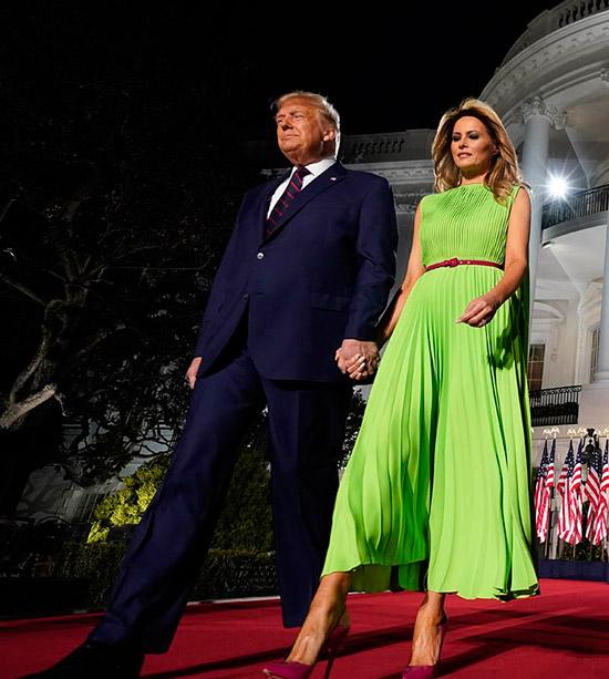 Мелания Трамп в салатовом платье и бордовых лабутенах