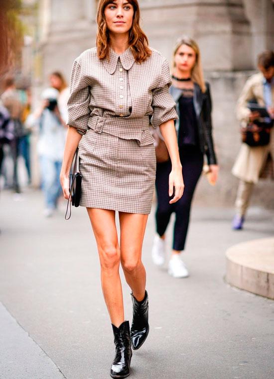 Как носить юбку с сапогами