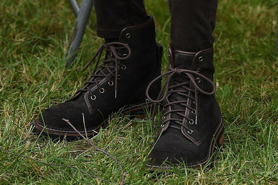 Кейт Миддлтон в дорогих замшевых ботинках