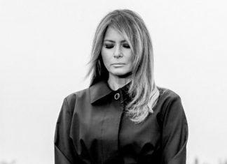 Мелания Трамп в черном приталенном плаще и классических лодочках возвращается домой