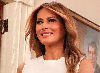 Мелания Трамп в белом платье футляр и лодочках цвета апельсина привлекает внимание