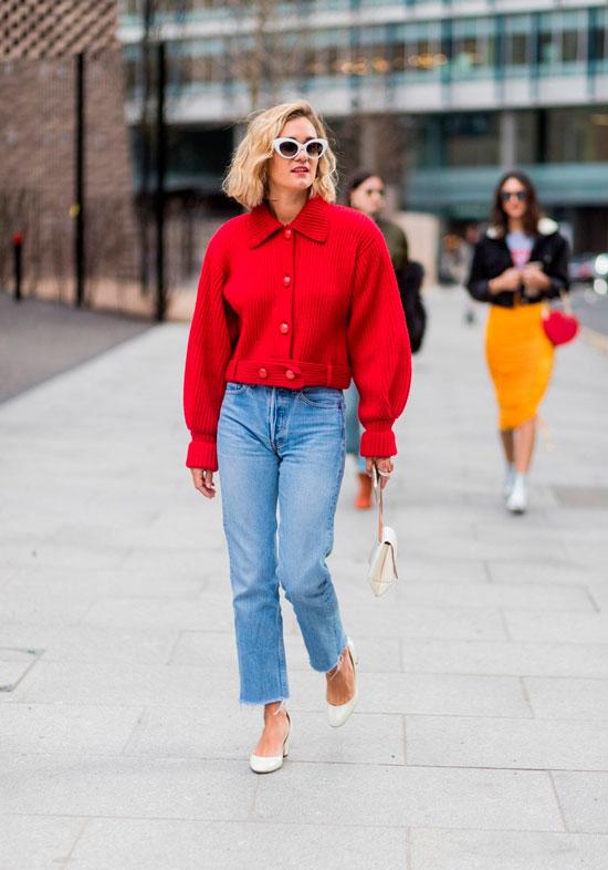 Модные образы с джинсами для женщин на осень 2020
