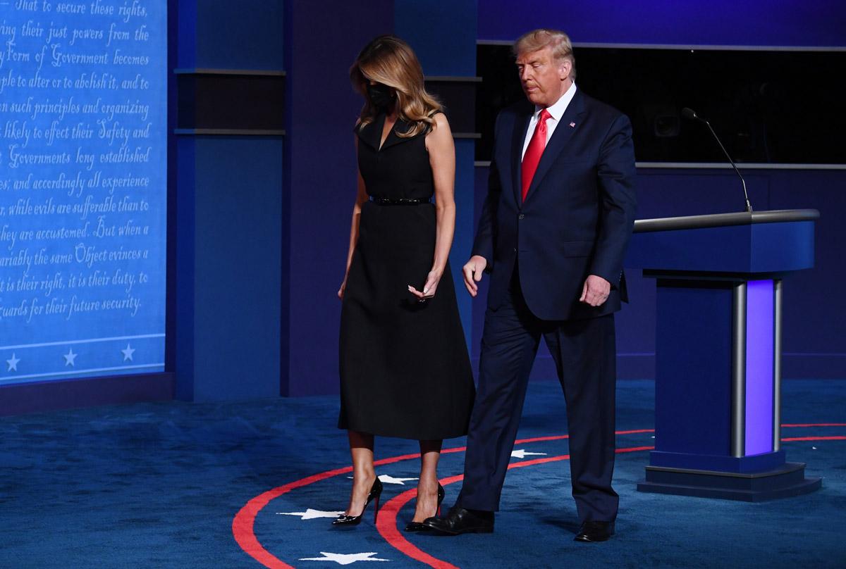 Мелания Трамп в платье с женственным силуэтотм и лодочках