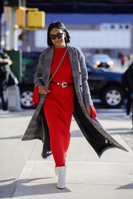 Красное платье с серым пальто на осень 2020