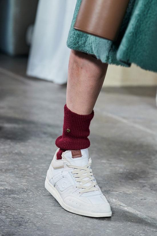 Какие кроссовки носить женщинам осенью 2020
