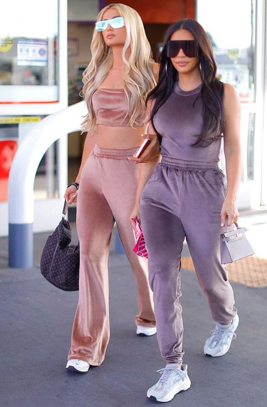 Ким Кардашьян в велюровом костюме и кроссовках