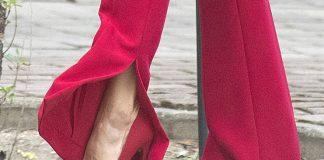 Королева Испании в красном костюме с разрезами на брюках выглядит выше чем обычно
