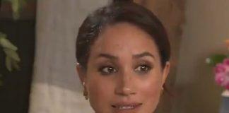 Меган Маркл в экологичном платье с узором и золотых серьгах появилась в прямом эфире