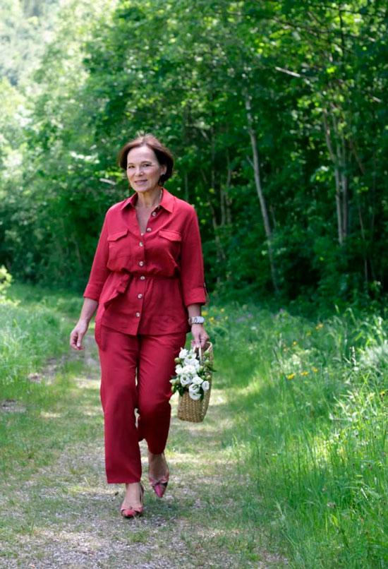 Костюм с рубашкой для женщины 50 лет на осень 2020