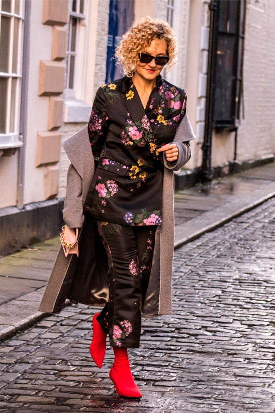Костюм с цветочным узором на осень 2020 для женщины 50 лет