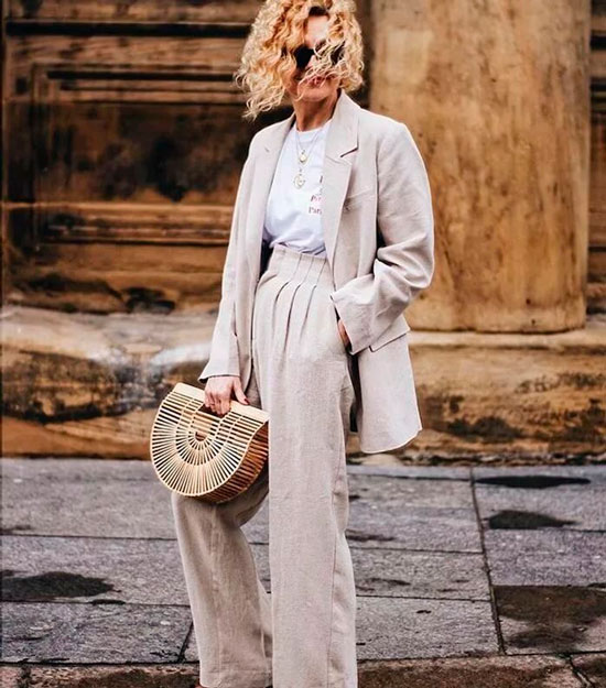 Брючный костюм для женщины 50 лет на осень