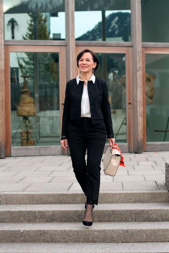 Классический костюм для женщины 50 лет на осень 2020