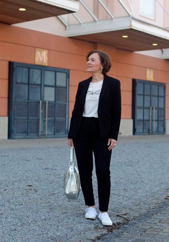 Черный брючный костюм для женщины 50 лет
