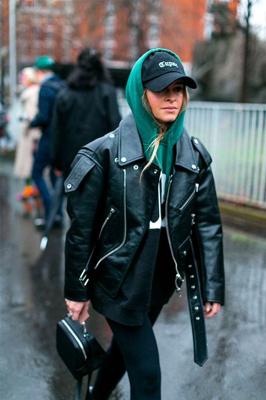 С чем женщинам носить косуху осенью 2020