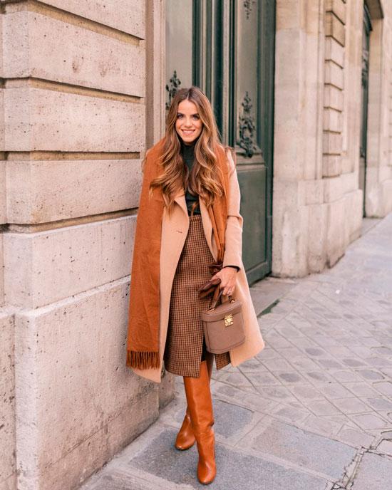 С чем носить прямое пальто осенью 2020