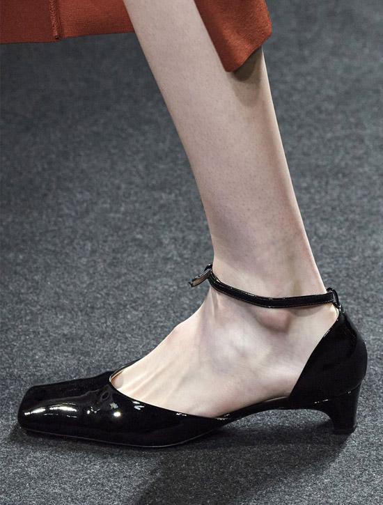 Низкие черные туфли от Drome