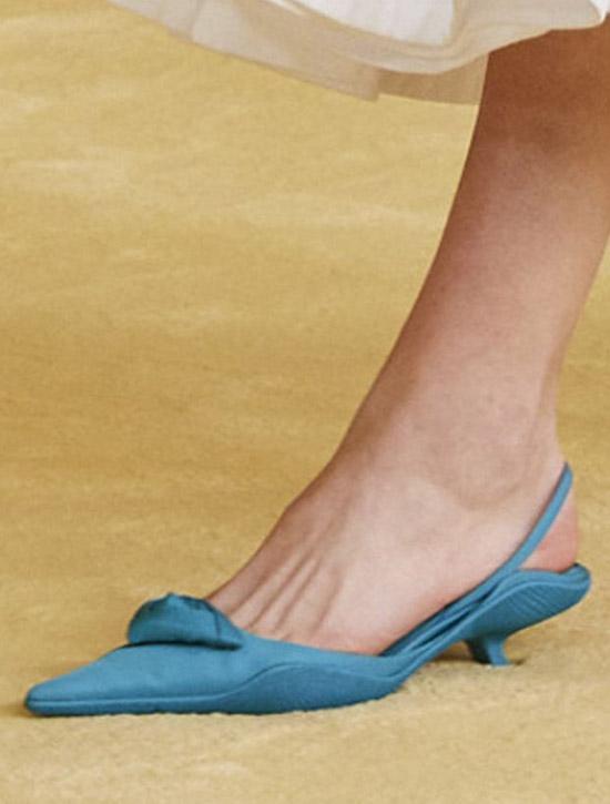 Туфли с острым носком и открытой пяткой от Prada