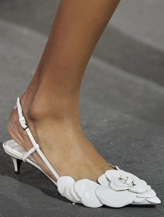 Туфли с острым носком и открытой пяткой от Valentino