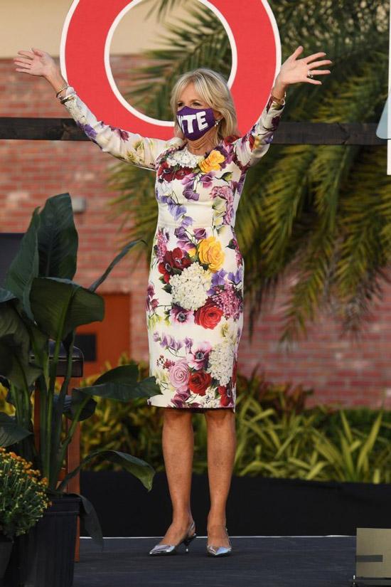 Джил Байден в цветочном платье
