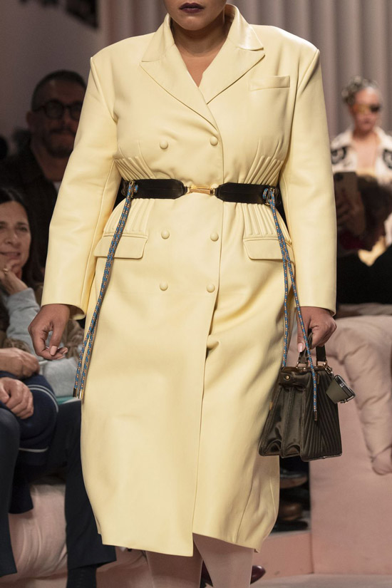 Трендовое пальто от Fendi на зиму 2021