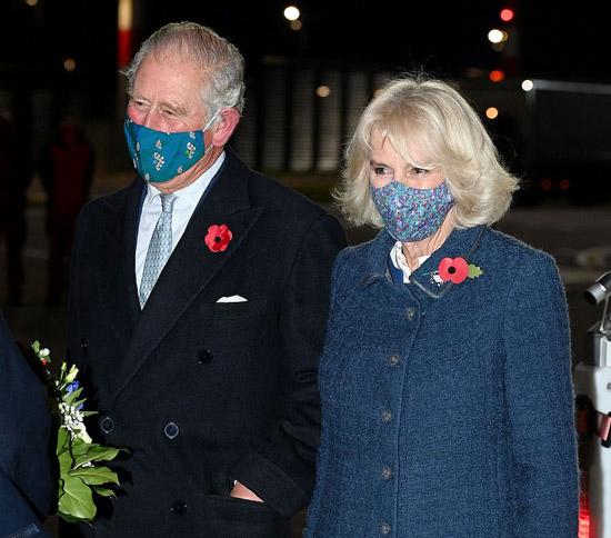 Герцогиня Камилла в синем пальто