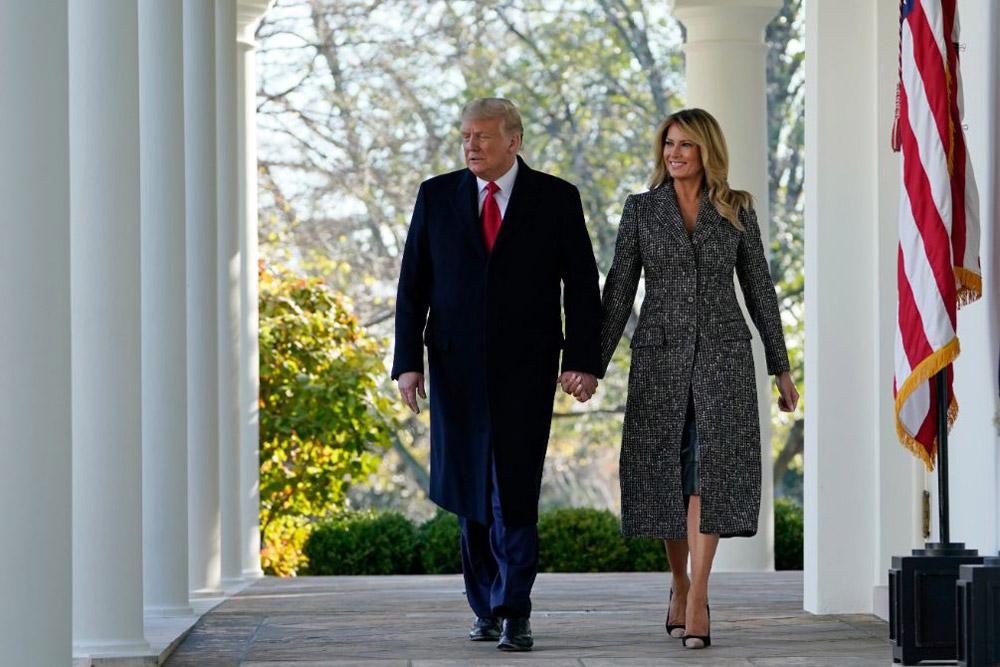 Мелания Трамп в твидовом пальто и лодочках