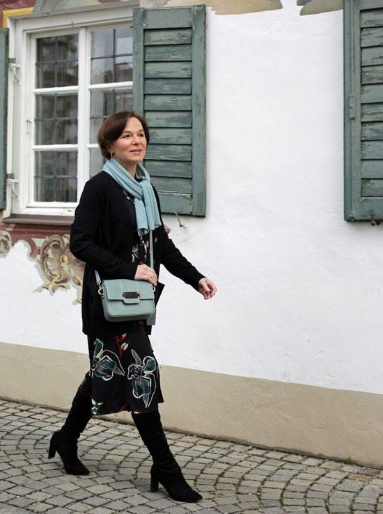 Модные сапоги для женщины 50 лет на осень 2002
