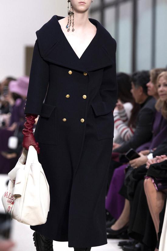 Трендовое пальто от Valentino на зиму 2021