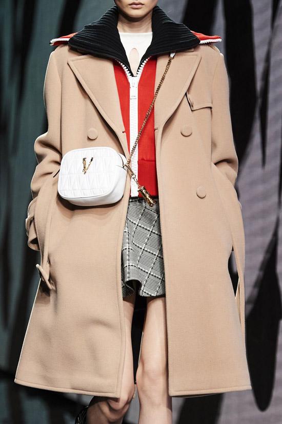 Трендовое пальто от Versace на зиму 2021
