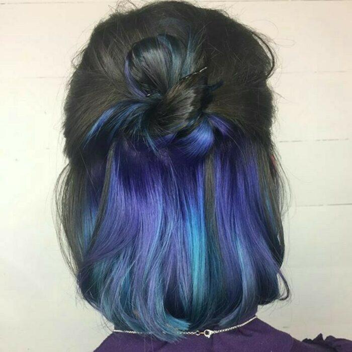 Черные волосы с синими волосами