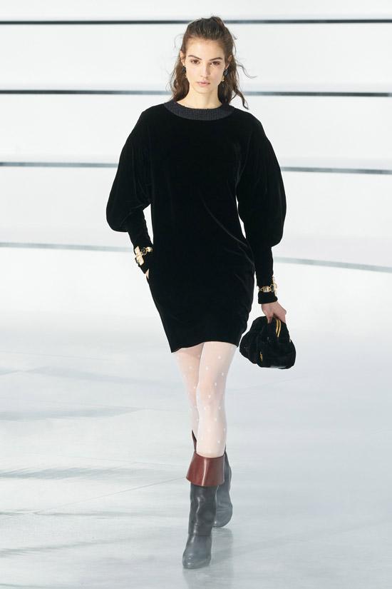Бархатное мини платье Chanel