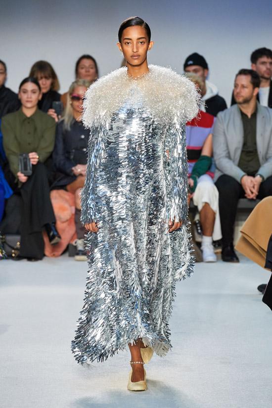 Серебреное платье J.W.Anderson