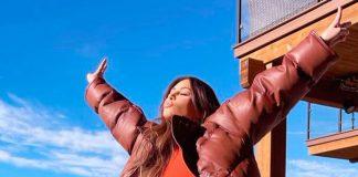 Ким Кардашьян в брюках с тигровым принтом, которые придают ее образу дикую красоту